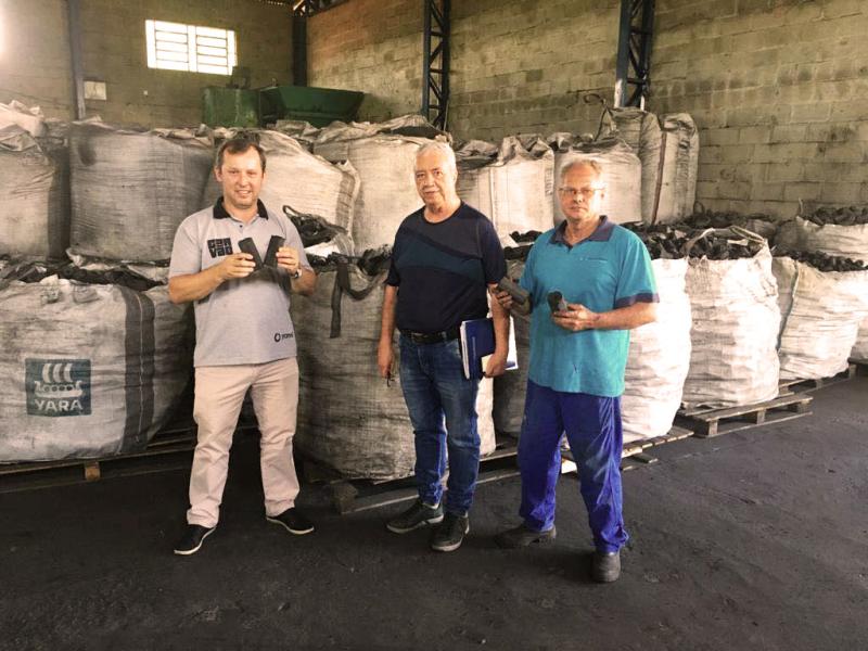 Indústria de carvão recebe visita do Governo Municipal