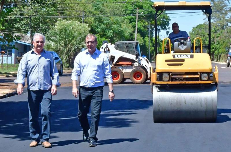 Rua 20 de Setembro recebe asfalto no Bairro Aliança