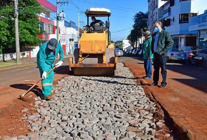 Em andamento obra de revitalização da Rua Antônio Manoel