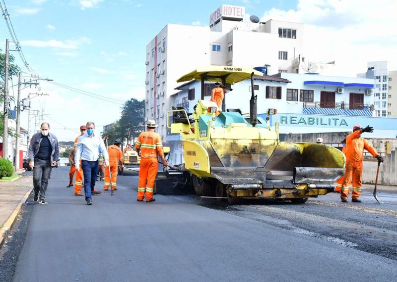 Avançam as obras de revitalização da Rua Antônio Manoel
