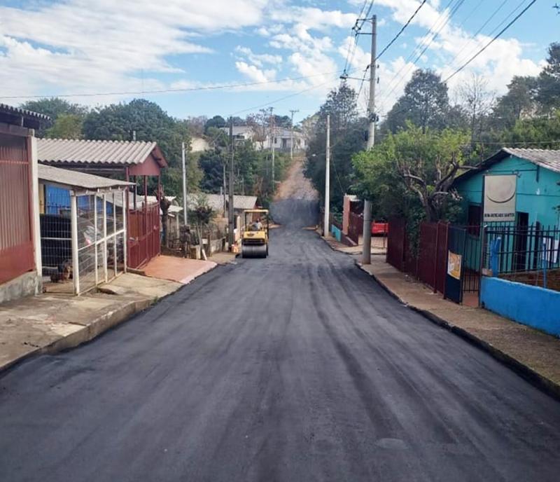 Rua Rodolfo Rogowski recebe cobertura asfáltica