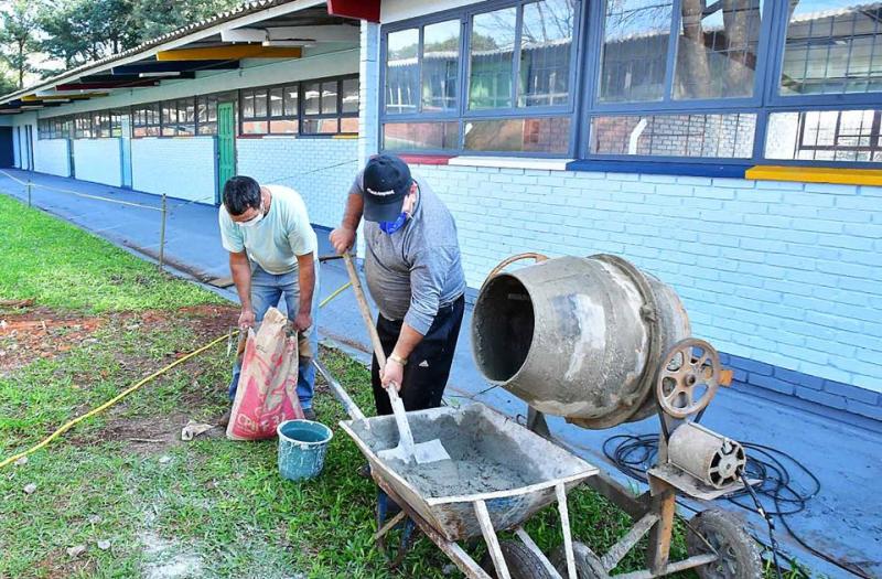 SMEd trabalha nas obras da nova escola de educação infantil