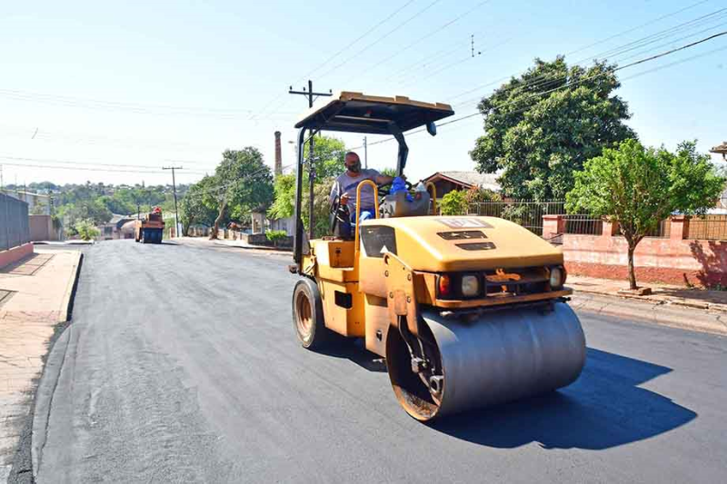 Obras de pavimentação asfáltica e pluvial nos quatro cantos da cidade