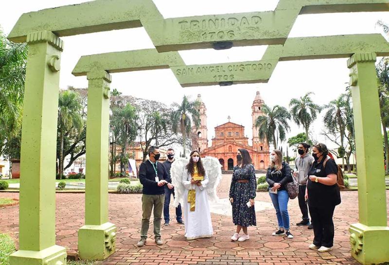 Influenciadora digital inicia por Santo Ângelo seu roteiro nas Missões