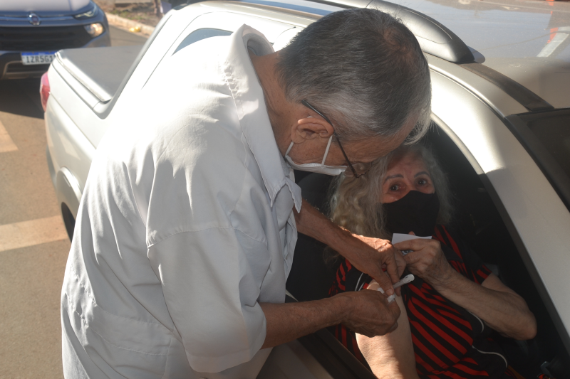 742 idosos imunizados com a segunda dose contra a Covid-19