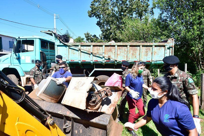 Mutirão contra a dengue nos bairros Castelarin, Meller Norte e Vier