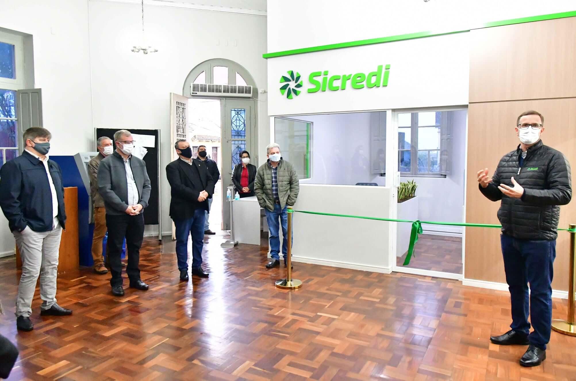 Sicredi inaugura Escritório de Negócios na Prefeitura