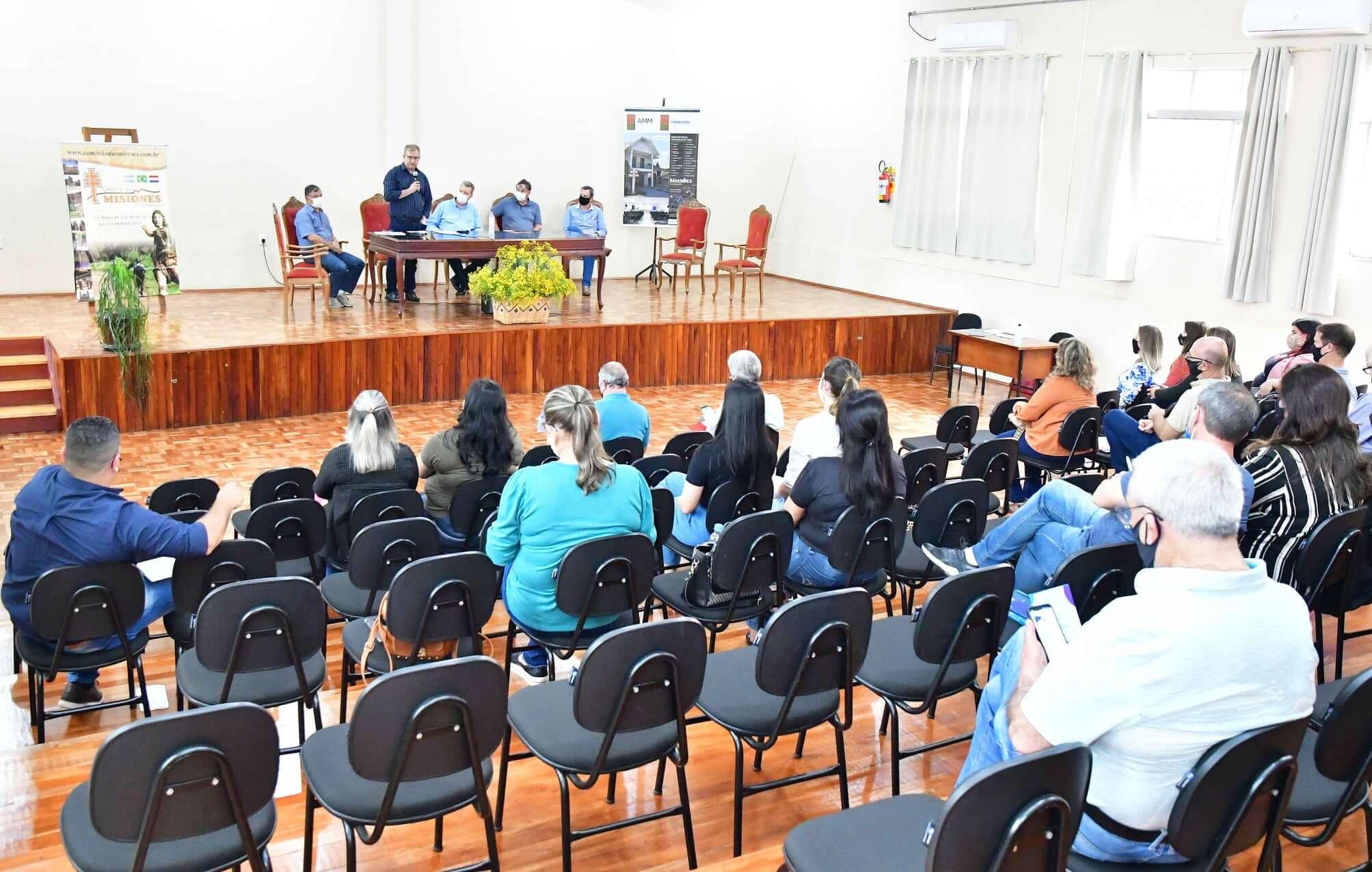 DETUR debate planejamento do turismo na pós-pandemia
