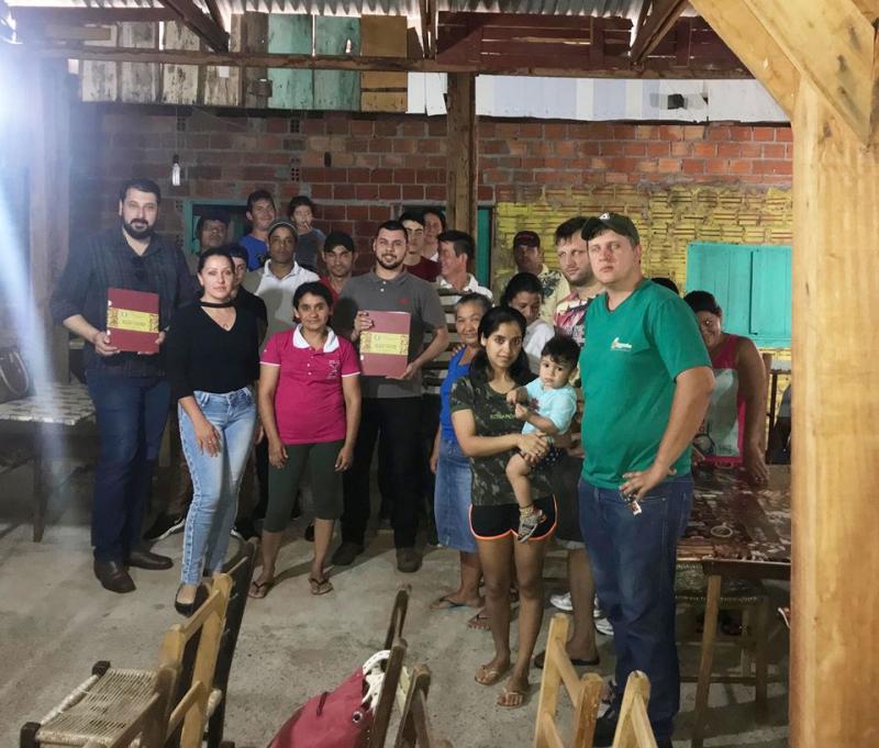 Moradores do Bairro Sagrada Família recebem escrituras
