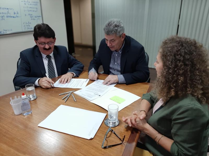 Equipe de Governo realiza assinatura do contrato de financiamento com o Badesul