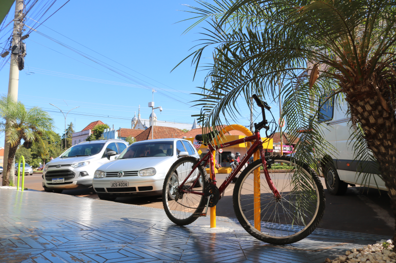 Bicicletários são instalados no município