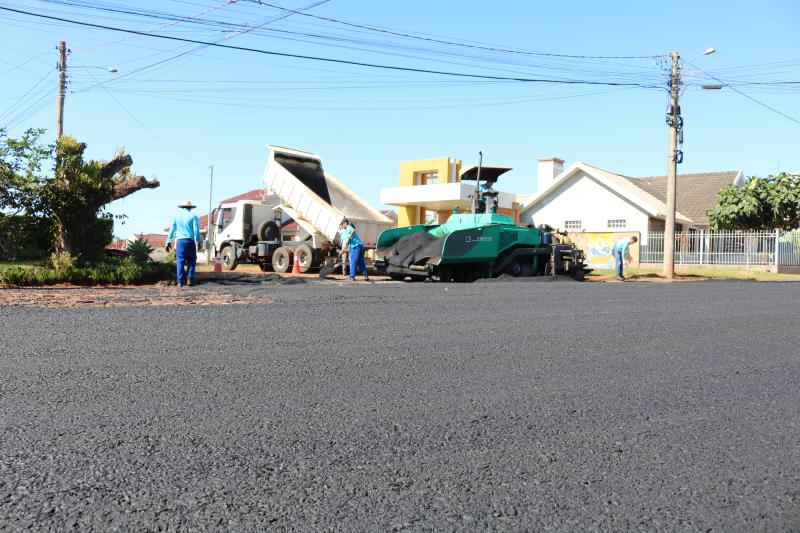 Ruas do município recebem pavimentação asfáltica