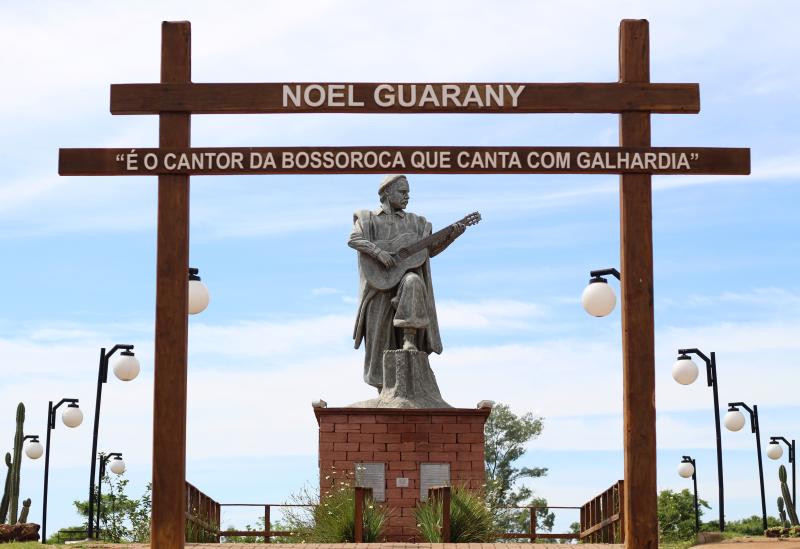 Cantor, Compositor e Guitarreiro Noel Guarany