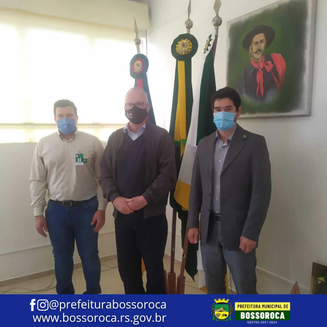 Prefeito recebe representante do Hospital Unimed Santo Ângelo